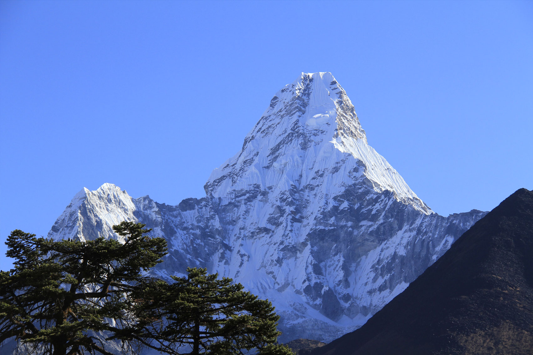 Day 8: Hike to Ama Dablam Base Camp (4600m) and return to Pangboche (6hrs, 4000m)
